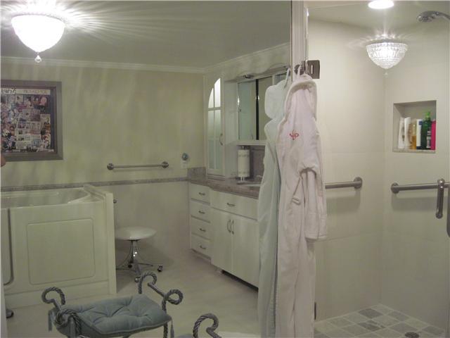 Bath of Master Bedroom I